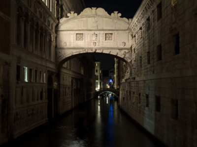 bridge-of-sighs-at-night